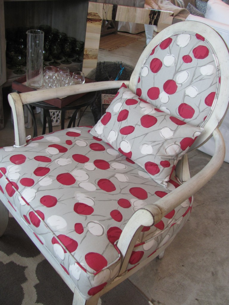 pink romo chair
